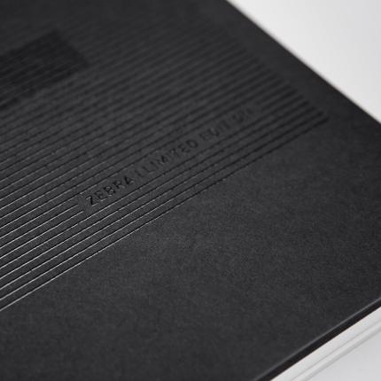 teaser-zebragroup-brandbook-notizbuch-grafikdesign-illustration-uvspotlack-pantonesilber-produktion-berlin